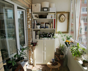 Шкафы и полки для балконов